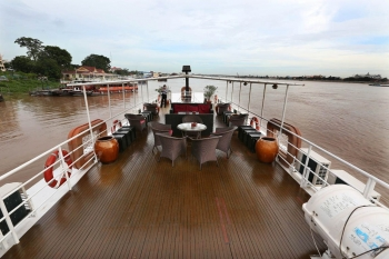 Cruise discovery on luxury boat Phnompenh Siemreap
